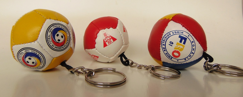 Keyring with ball